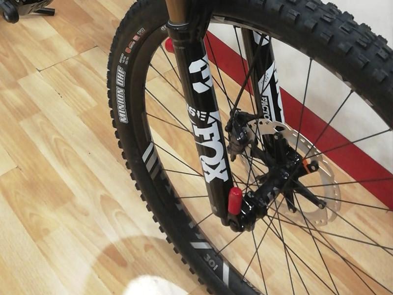 suspensión delantera bicicleta FOX